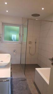 Badsanierung im Mehrfamilienhaus im Gorxheimertal - Highlight: Regendusche